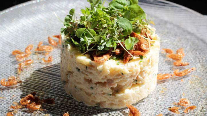 Ensaladilla de gambas con pipas de mar (camarones fritos) - La Malaje