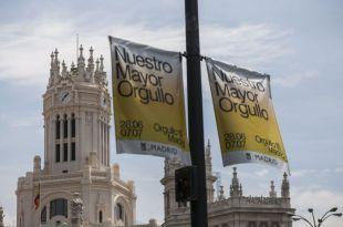 El Ayuntamiento elimina de las farolas una parte de la campaña del Orgullo