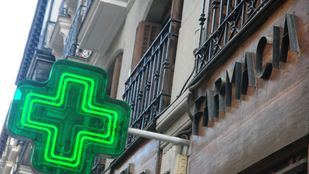 El COFM y la Consejería de Sanidad reanudan las conversaciones para que las medicinas siguen financiadas.