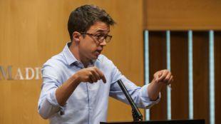 Íñigo Errejón, en una rueda de prensa en la Asamblea de Madrid en la que tendió la mano a negociar con Ciudadanos.