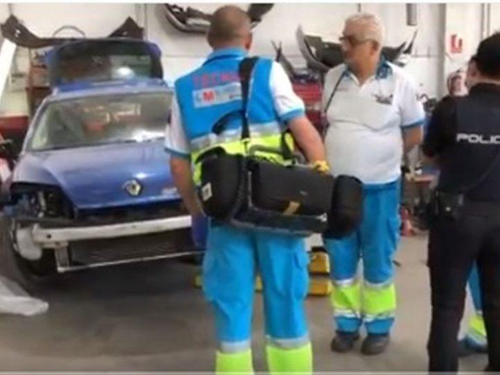 Muere un mecánico al caerle un coche encima en Móstoles