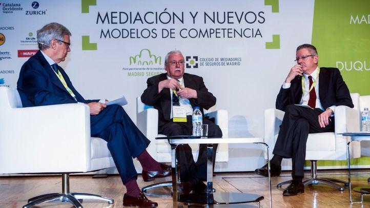 Joaquín Leguina y Alberto Ruiz Gallardón en la sesión inaugural de la 5ª edición de 'Madrid Seguro'.
