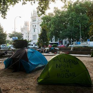 Los 'sin techo' acampan frente a Cibeles