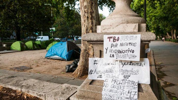 Acampada sin techo al lado del Ayuntamiento de Madrid