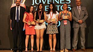 Foto de familia de las ganadoras.