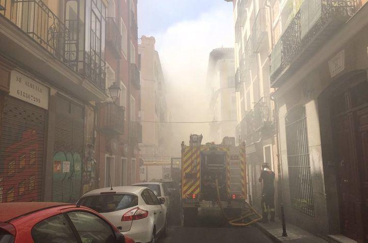 Desalojado un edificio por un incendio que deja un herido