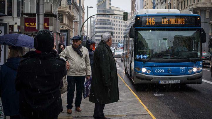 Foto de archivo del autobús 146 cruzando la Gran Vía.