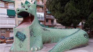 El dragón de La Elipa, vallado tras las actuaciones de rehabilitación.