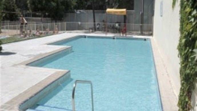 La piscina de Peñuelas, cerrada durante toda la mañana por chinches