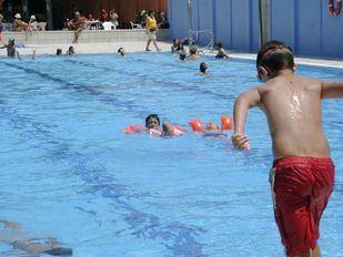 La ola de calor dispara la asistencia a las piscinas: un 468 por ciento más de usuarios