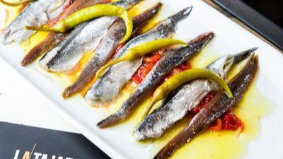 Matrimonio, Pimiento dulce asado con anchoas de Cantábrico y piparras con Boquerones en vinagre