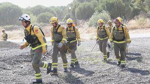 Los Bomberos de la Comunidad de Madrid no dan por controlado el incendio.