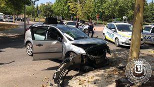 El coche del detenido, tras el accidente.