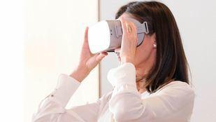 """La Reina Doña Letizia visita el nuevo """"Espacio Activo Contra el Cáncer"""" de la AECC donde prueban proyectos como el ejercicio físico oncológico o gafas de realidad virtual durante la quimioterapia."""