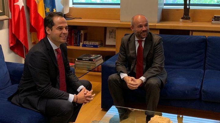 El líder de Ciudadanos, Ignacio Aguado, se reúne con el presidente de la Asamblea, Juan Trinidad, dentro de la ronda de contactos previa a la convocatoria de un pleno de investidura.