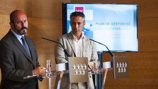 El presidente de la Comunidad de Madrid en funciones, Pedro Rollán, y el director de la Agencia de Seguridad y Emergencias de la Comunidad de Madrid Madrid112, Carlos Novillo; comunican la última hora del incendio en la rueda de prensa posterior al Consejo de Gobierno.