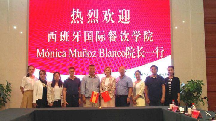 Al frente del proyecto se encuentran María Li Bao, empresaria dedicada al mundo de la hostelería desde hace más de 30 años, y Mónica Muñoz, empresaria del mundo de la comunicación en el ámbito agroalimentario