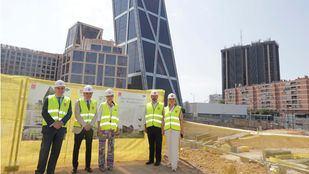 El presidente en funciones de la Comunidad, Pedro Rollán, y la consejera de Medio Ambiente en funciones, Rosalía Gonzalo, visitan las obras de la nueva sede de Metro.
