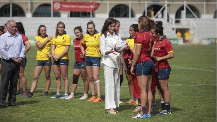La reina Letizia asiste al entrenamiento de la selección nacional femenina de rugby 7