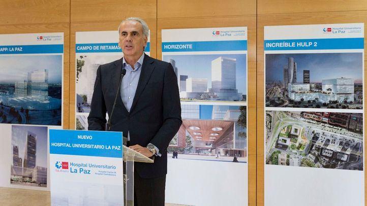 Enrique Ruiz Escudero, consejero en funciones de Sanidad, ha acudido a la presentación de las ideas finalistas del proyecto para el nuevo hospital de La Paz