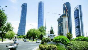 Las Cuatro Torres de Madrid, junto a la Torre Caleido, aún en construcción.