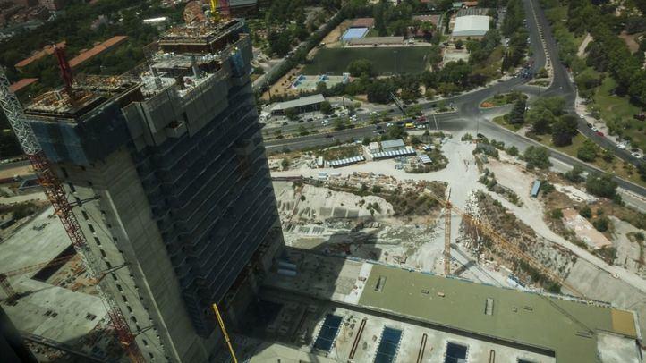 La Torre Caleido, aún en construcción.