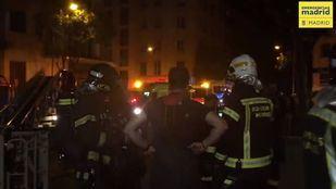 Cinco dotaciones de bomberos se han acercado hasta el lugar del incendio.