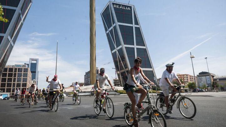 Un grupo de amantes del ciclismo se han reunido para participar en los BiciSanFermines de Madrid Ciclista.
