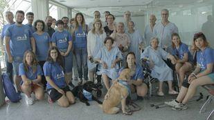 Los pacientes del Severo Ochoa han recibido la primera visita de los perros de la Asociación Canina de Leganés.
