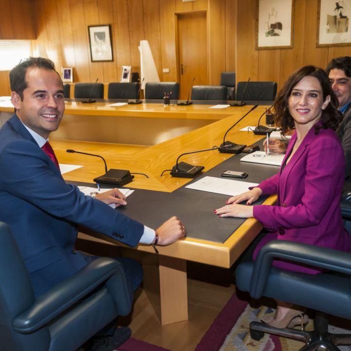 Díaz Ayuso y Aguado cierran un acuerdo que Vox considera