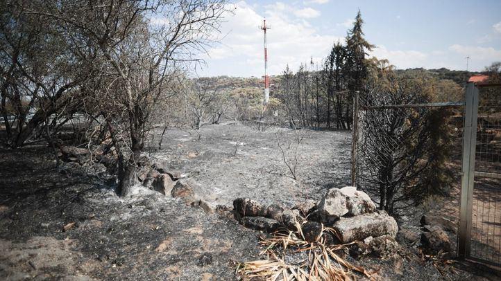 Los pequeños rebrotes del incendio en Cadalso impiden que se dé por extinguido