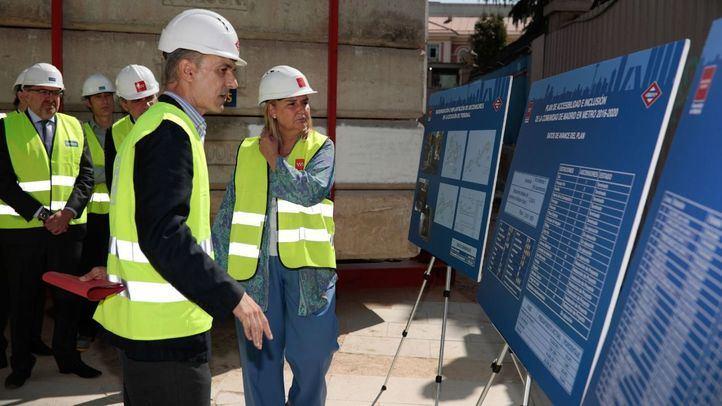 La consejera de Transportes, Infraestructuras y Vivienda en funciones de la Comunidad de Madrid, Rosalía Gonzalo, ha visitado las obras de los ascensores de la estación de Metro de Tribunal.