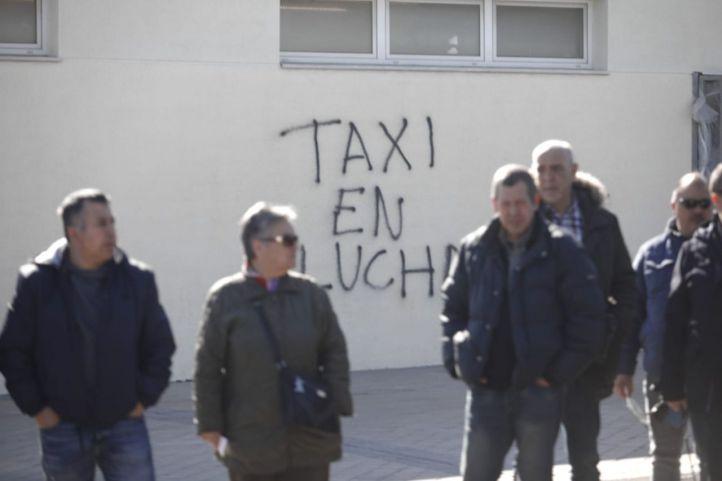 Madrid sobrepasa los 8.000 VTC: los taxistas demandan su regulación