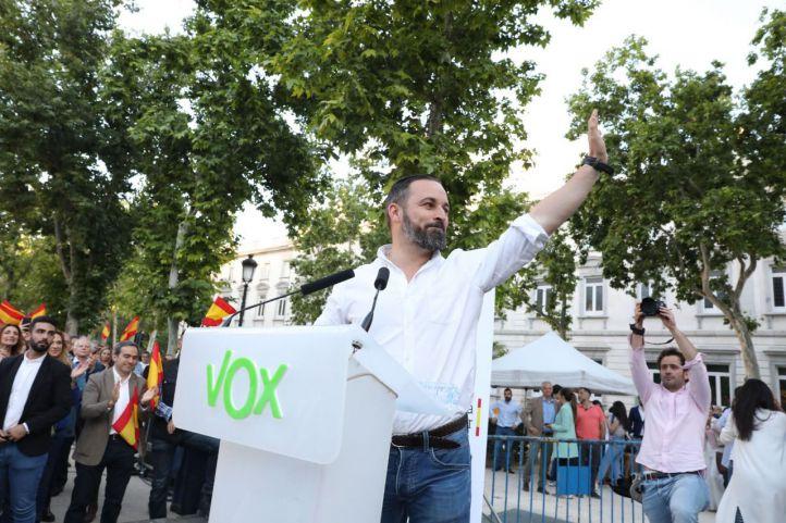 Abascal pide una reunión de 'jefes' para desbloquear la situación en Madrid