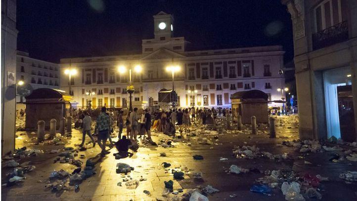 Imagen de los restos de basura en la Plaza de Sol tras la celebración del Orgullo 2019.