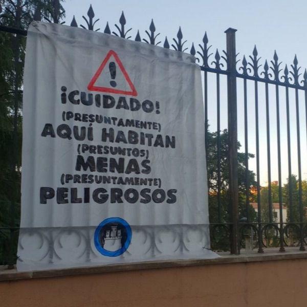 Los neonazis de Hogar Social colocan pancartas contra los MENAS