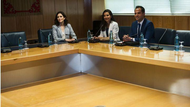 La reunión a tres termina con las derechas más alejadas que nunca