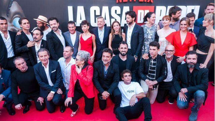 El elenco de 'La Casa de Papel', al completo, en el preestreno de la tercera temporada que se celebró en el Cine Callao de Madrid.