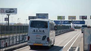 •Con una línea de autobuses entre la capital, San Juan, y la ciudad de Caguas