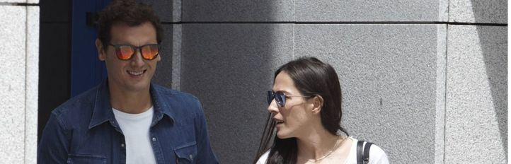 Rivera sale del hospital con Malú: