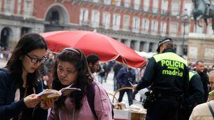 Turistas chinas en la Plaza Mayor.