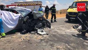 La herida grave ha quedado atrapada en el vehículo.