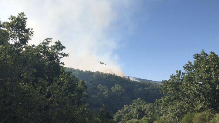 Un incendio afecta alrededor de 20 hectáreas entre Robregordo y La Acebeda