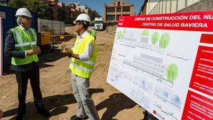El consejero de Sanidad en funciones, Enrique Ruiz Escudero, en las obras del centro.