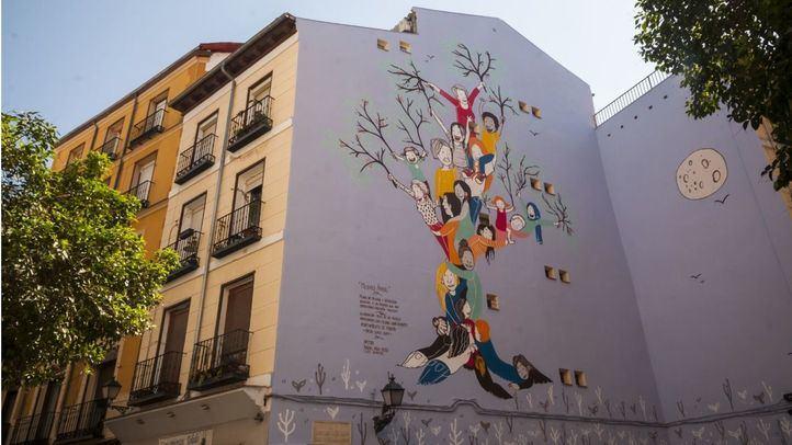 Pepe Aniorte, delegado de Igualdad y Familia del Ayuntamiento de Madrid, ha inaugurado el mural este lunes.