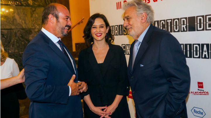 Plácido Domingo encabeza las personalidades excelentes premiadas por la Comunidad
