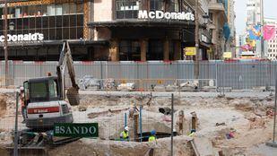 La aparición de los restos del antiguo ascensor de Antonio Palacios y una serie de filtraciones de agua han retrasado las obras, que debían de haber finalizado el pasado mes de abril.