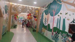 El proyecto 'El Retiro invade el Niño Jesús' lleva los árboles, los pájaros y la vitalidad del parque a la decoración del complejo médico.