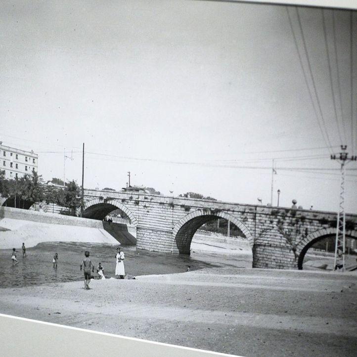 Expo Conde Duque, fotos del madrid 1910-35, lavanderas en el Manzanares