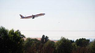 Un avión de Iberia despega